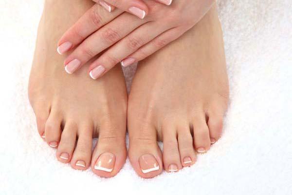 Zadbane i zdrowe dermatologicznie kobiece stopy