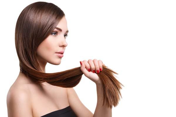 Młoda kobieta z zadbanymi włosami - trycholog Katowice